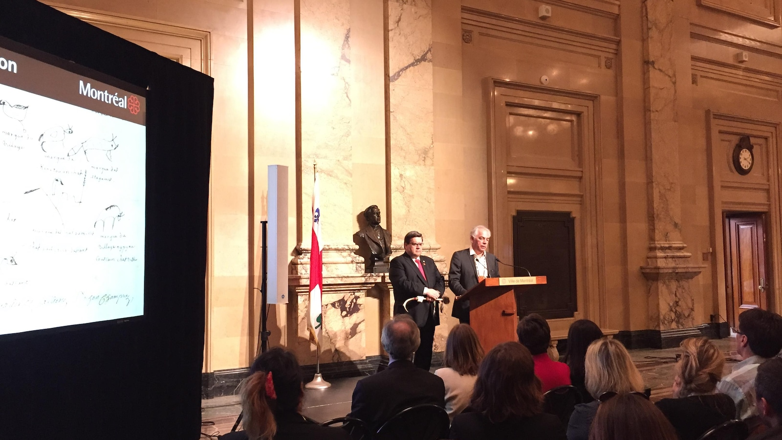 Le maire de Montréal Denis Coderre et le chef de l'Assemblée des Premières Nations du Québec et du Labrador, Ghislain Picard