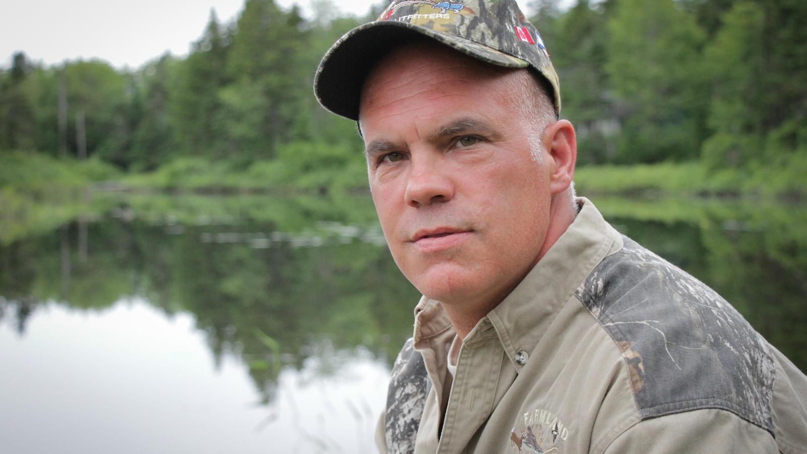 Dave MacLeod devant un lac