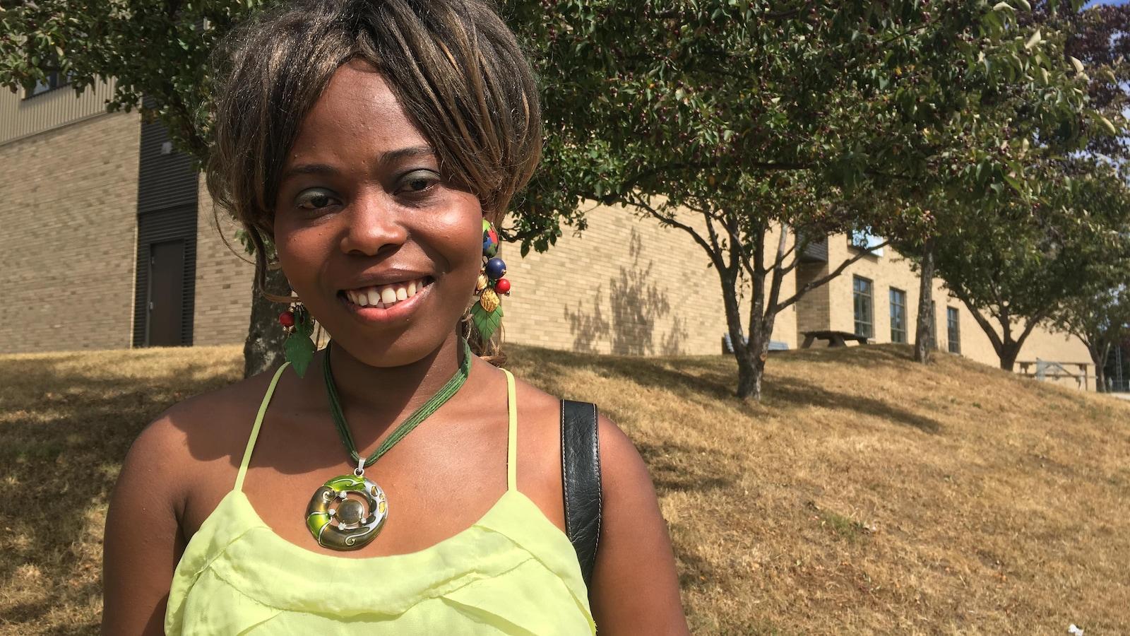 Esther Louis est une Rimouskoise d'origine haïtienne