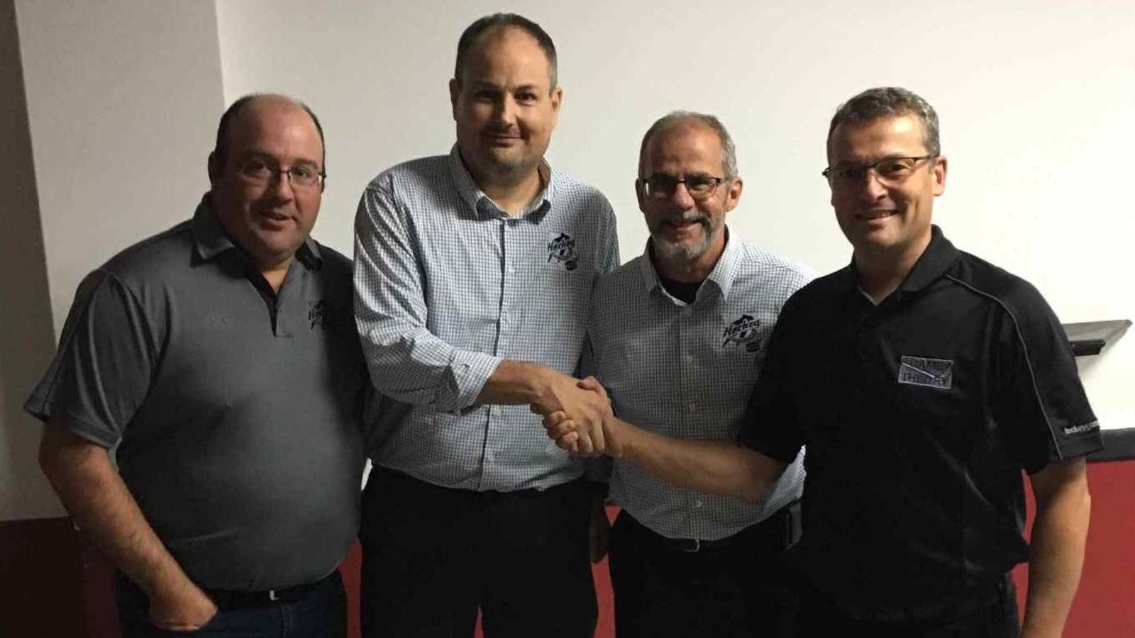 Les quatre hommes posent debout: Christian Baulé, Marc Désilets, Claude Bordeleau et Benoît Tremblay.