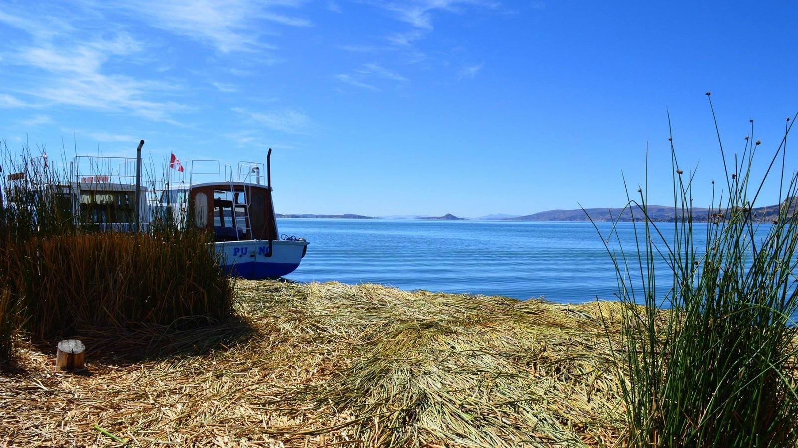 La Isla Uros, aux abords du lac Titicaca, au Pérou.