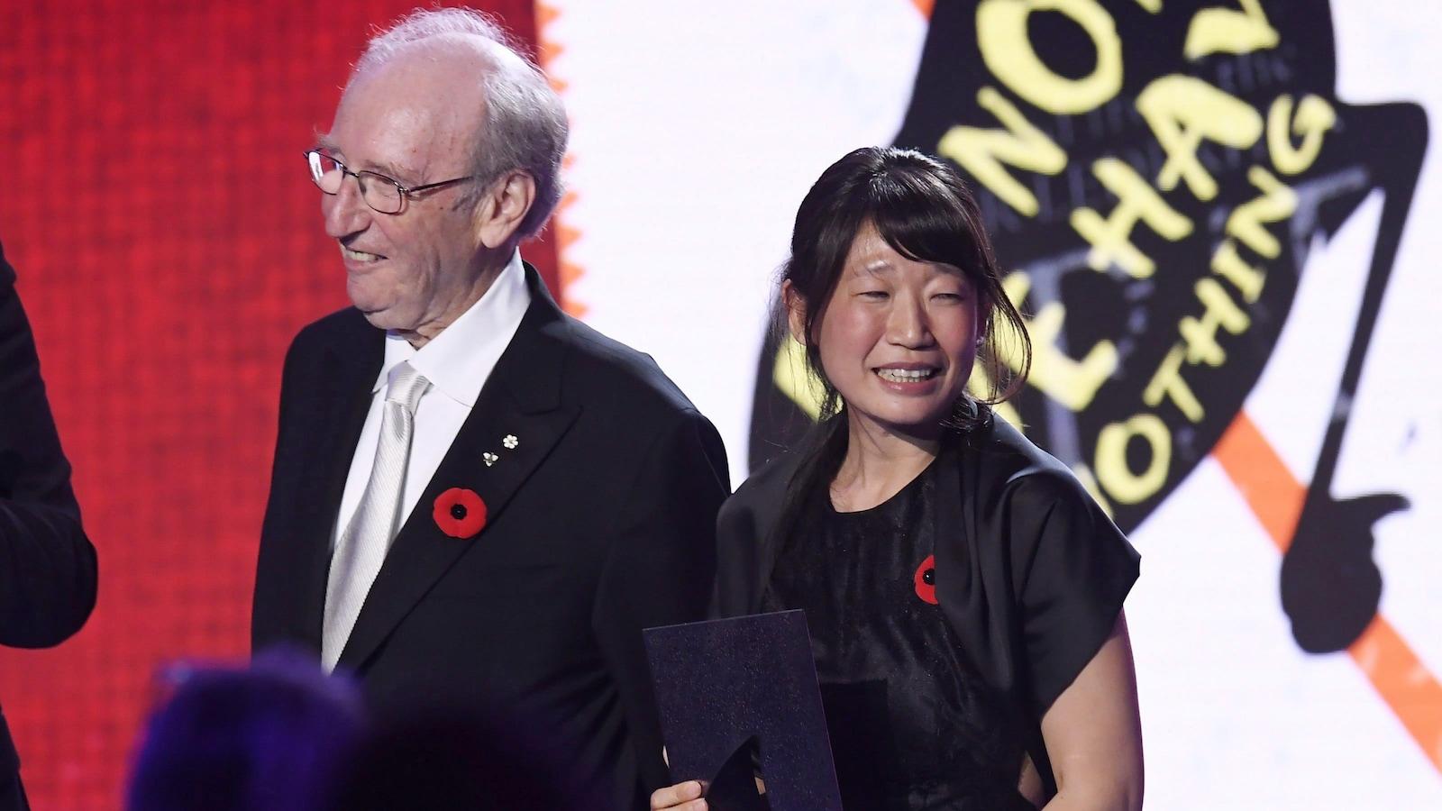 L'écrivaine Madeleine Thien et Jack Rabinovitch, lors de la remise du prix Giller en 2016.