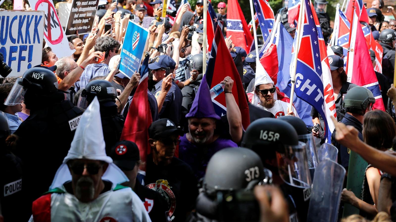 Un mort dans les violences au cours d'un rassemblement d'extrême droite — Charlottesville