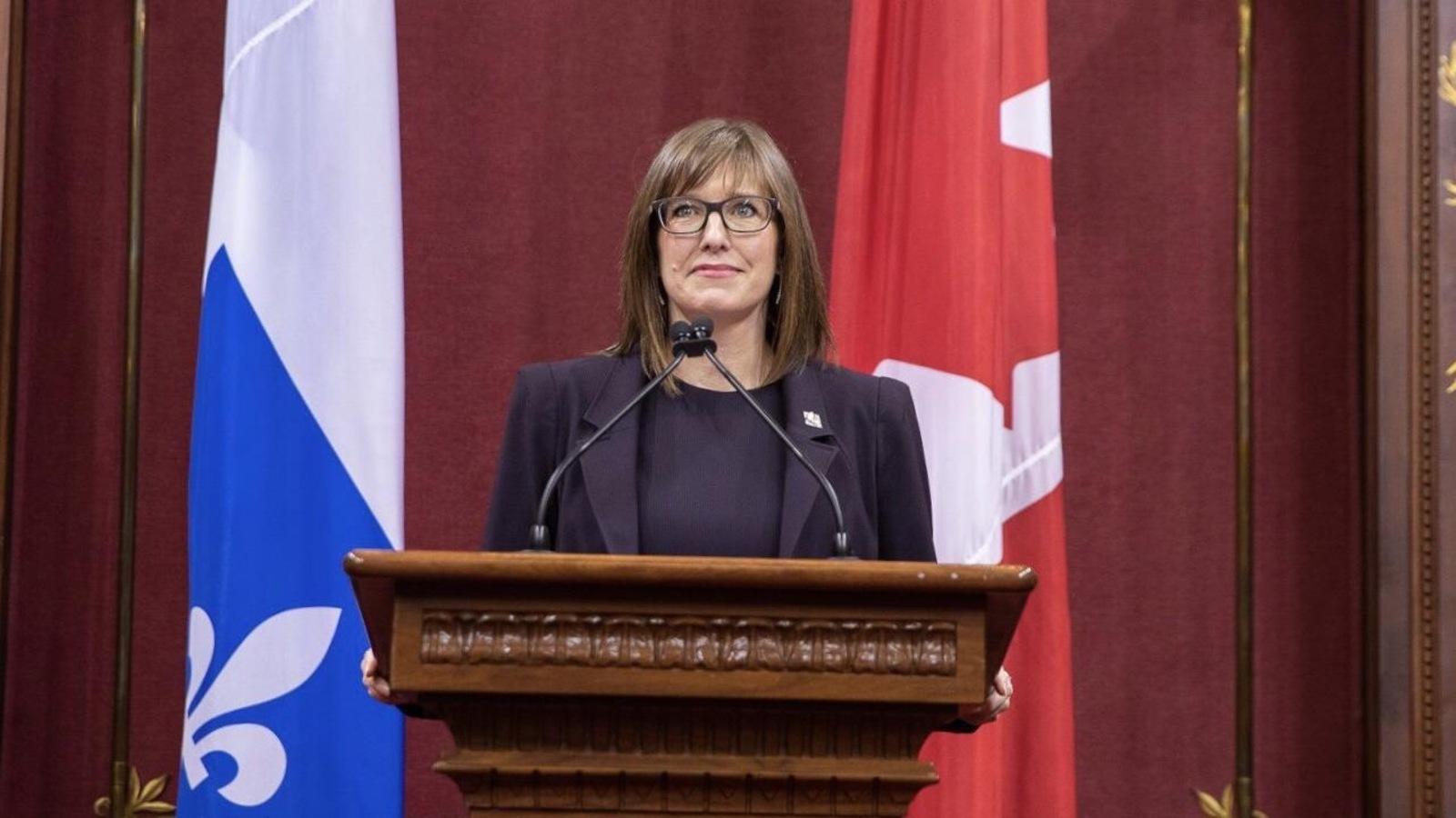 La ministre Proulx lors de son assermentation
