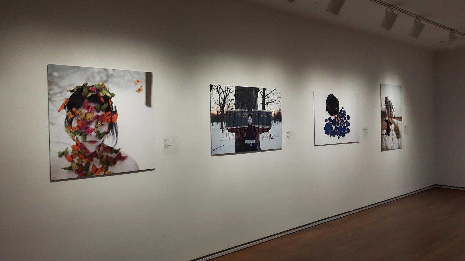 Les photographies de Meryl McMaster sont exposées au Musée des beaux-arts de Montréal jusqu'au 3 décembre 2017.