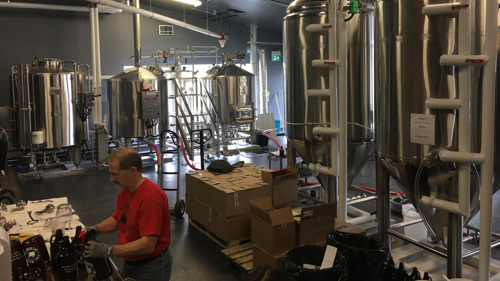 La microbrasserie Full Beard Brewing de Timmins fabrique sept sortes de bières.