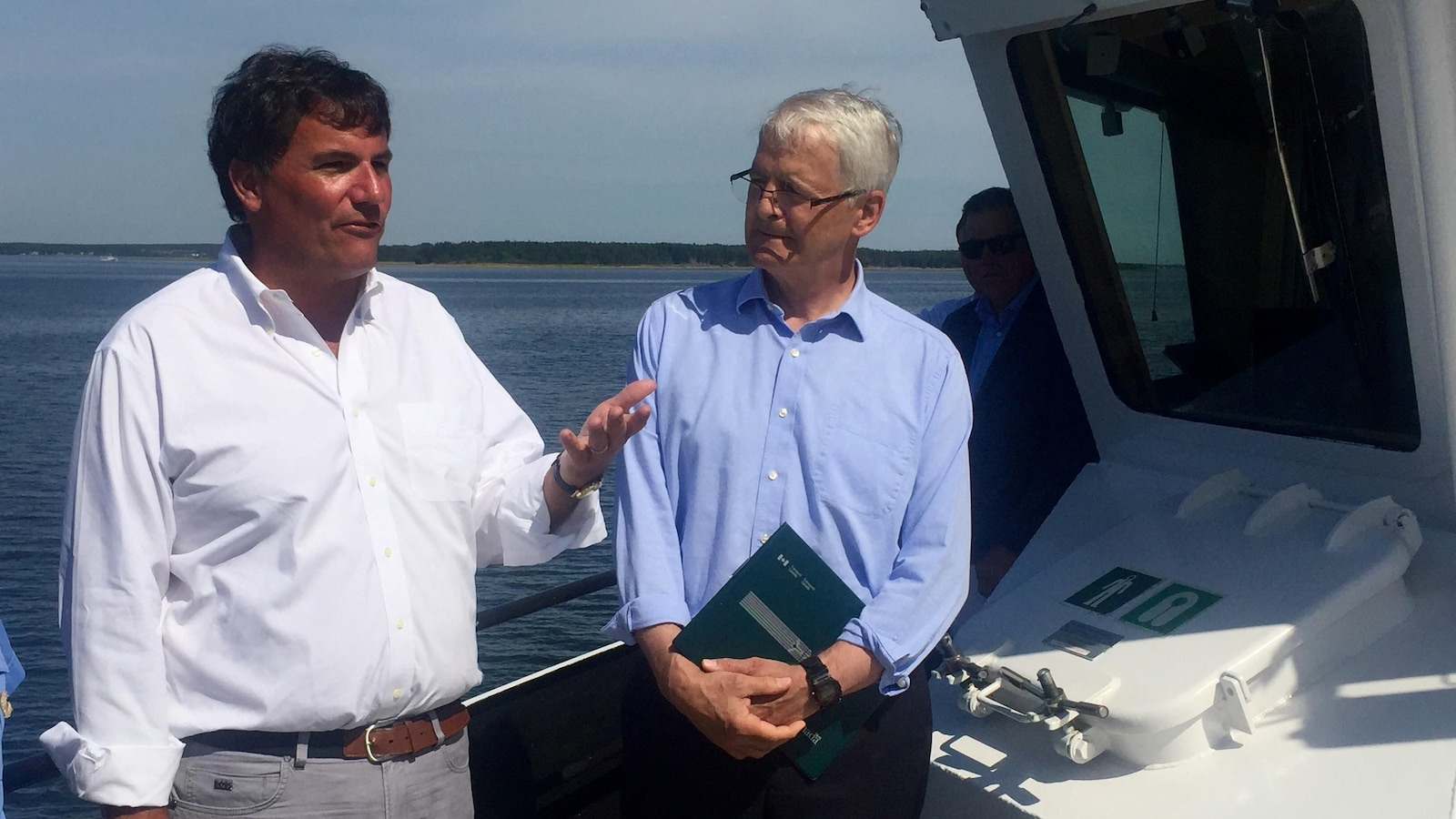 Le ministre des Pêches et des Océans, Dominic LeBlanc, et le ministre des Transports, Marc Garneau.