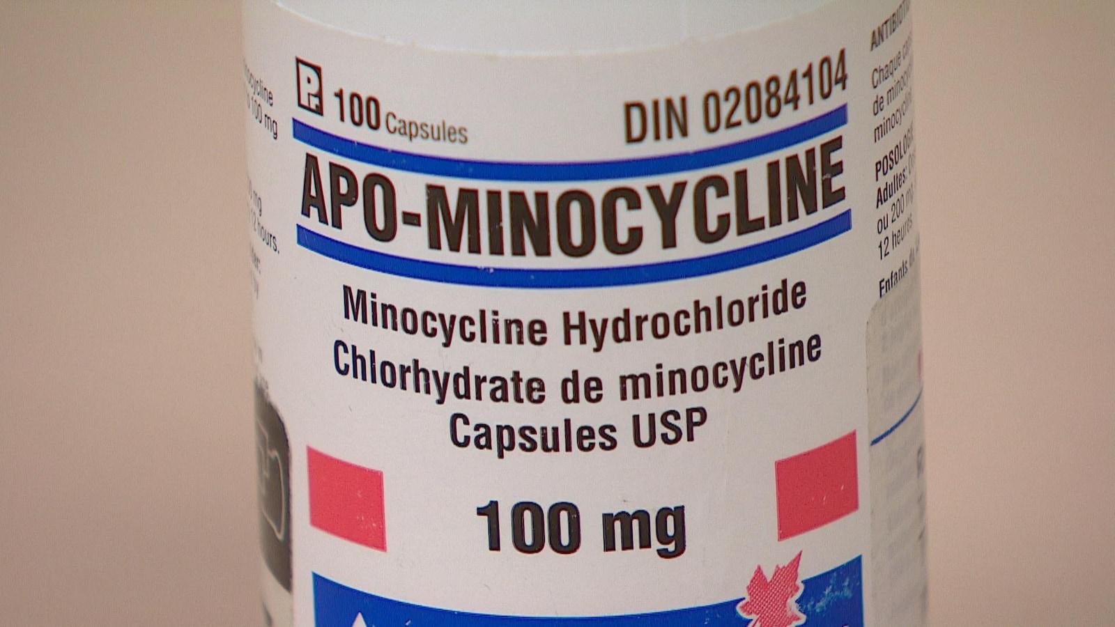 Gros plan sur un tube de minocycline