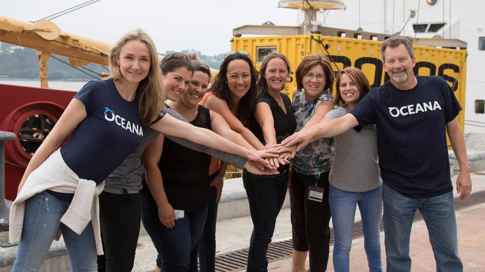 Alexandra Cousteau, Robert Rangeley et l'équipage de l'expédition d'Océana Canada