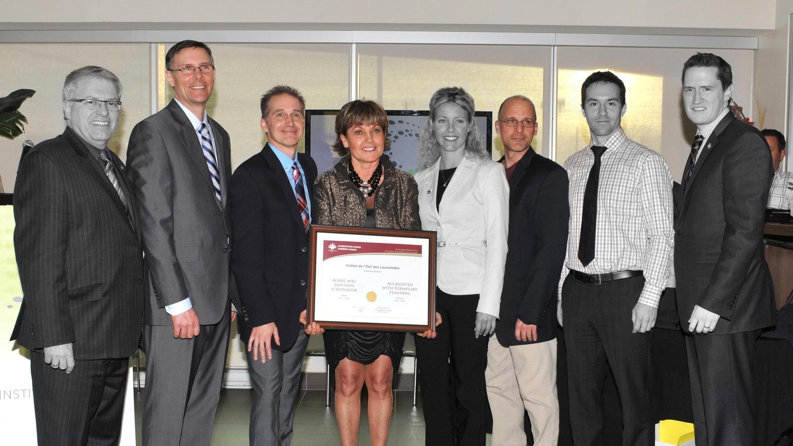 Sur cette photo prise en 2012, on voit - en couleur - les quatre ophtalmologistes qui ont fondé l'IOL. Dans l'ordre : Laurent Lalonde, Martin Boileau, Suzanne Racine et Robert Lepage.