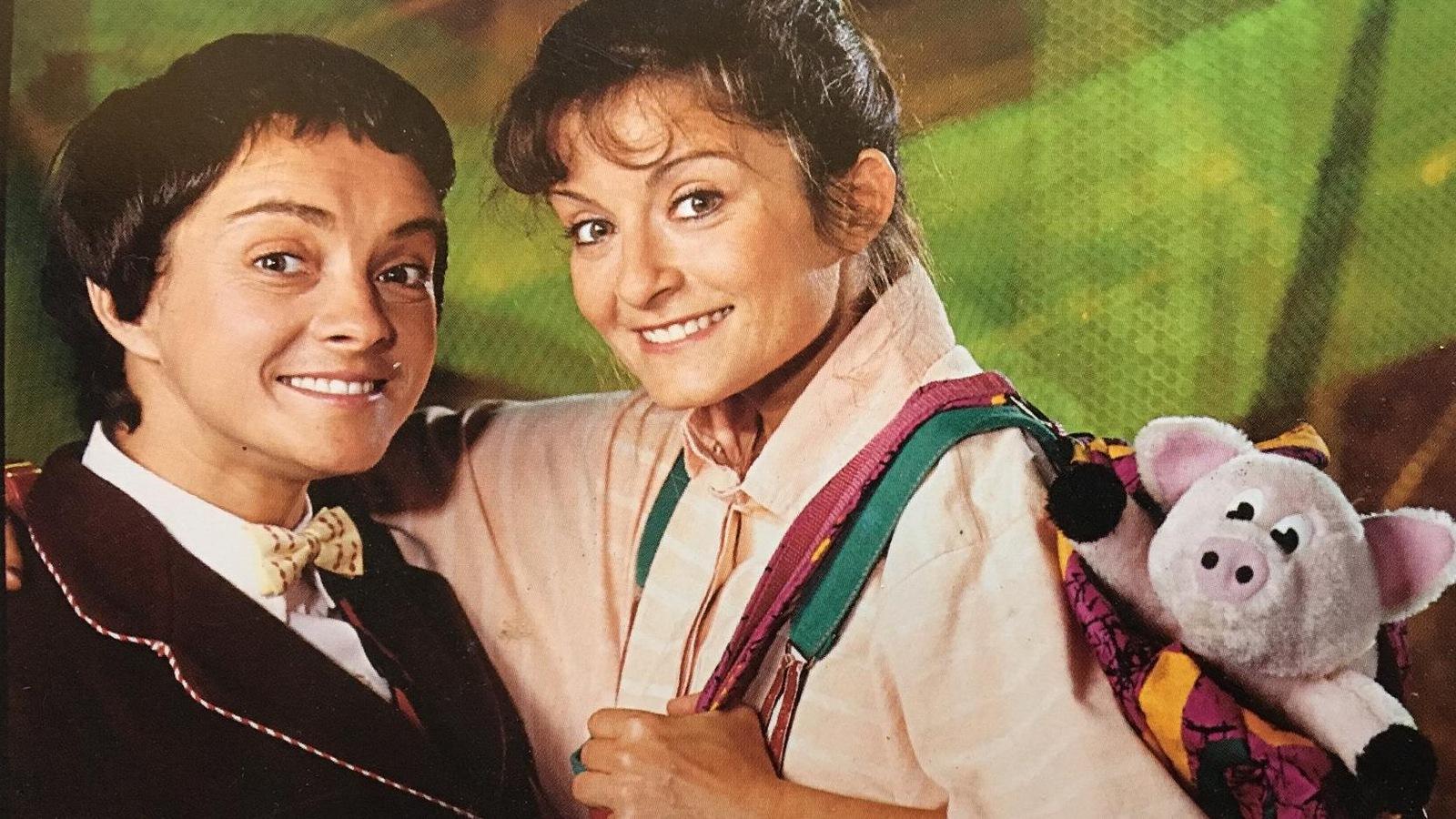 France Chevrette et Lorraine Auger sourient à la caméra pour une photo promotionnelle de « Robin et Stella ».