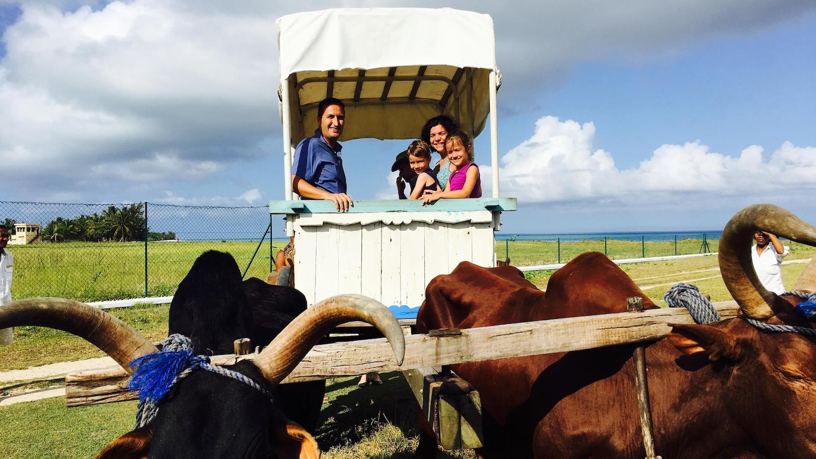 Stéphanie Létourneau en compagnie de sa famille, en voyage à Madagascar.