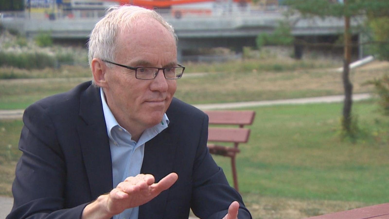 Steve Ashton, candidat à la direction du NPD du Manitoba, en entrevue avec Radio-Canada