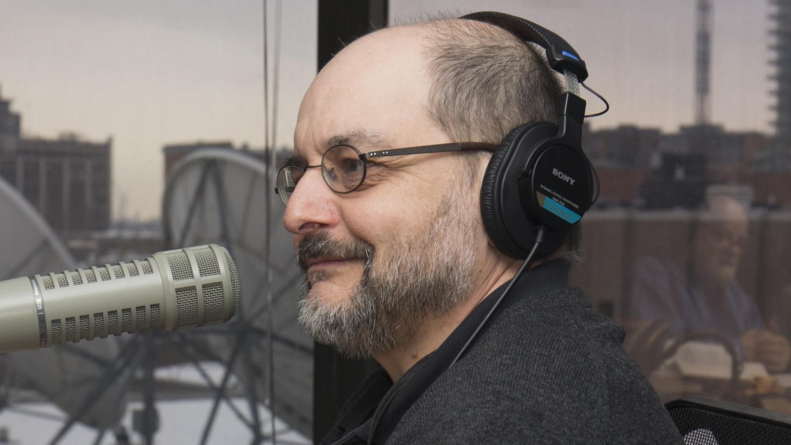 Benoît Melançon au studio 89 de Radio-Canada, à Montréal, le 16 février 2018