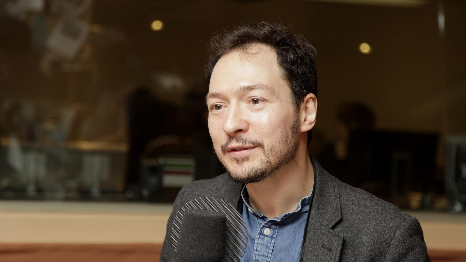 Frédéric Dejean, professeur au Département de sciences des religions de l'UQAM, dans le studio 18 de Radio-Canada