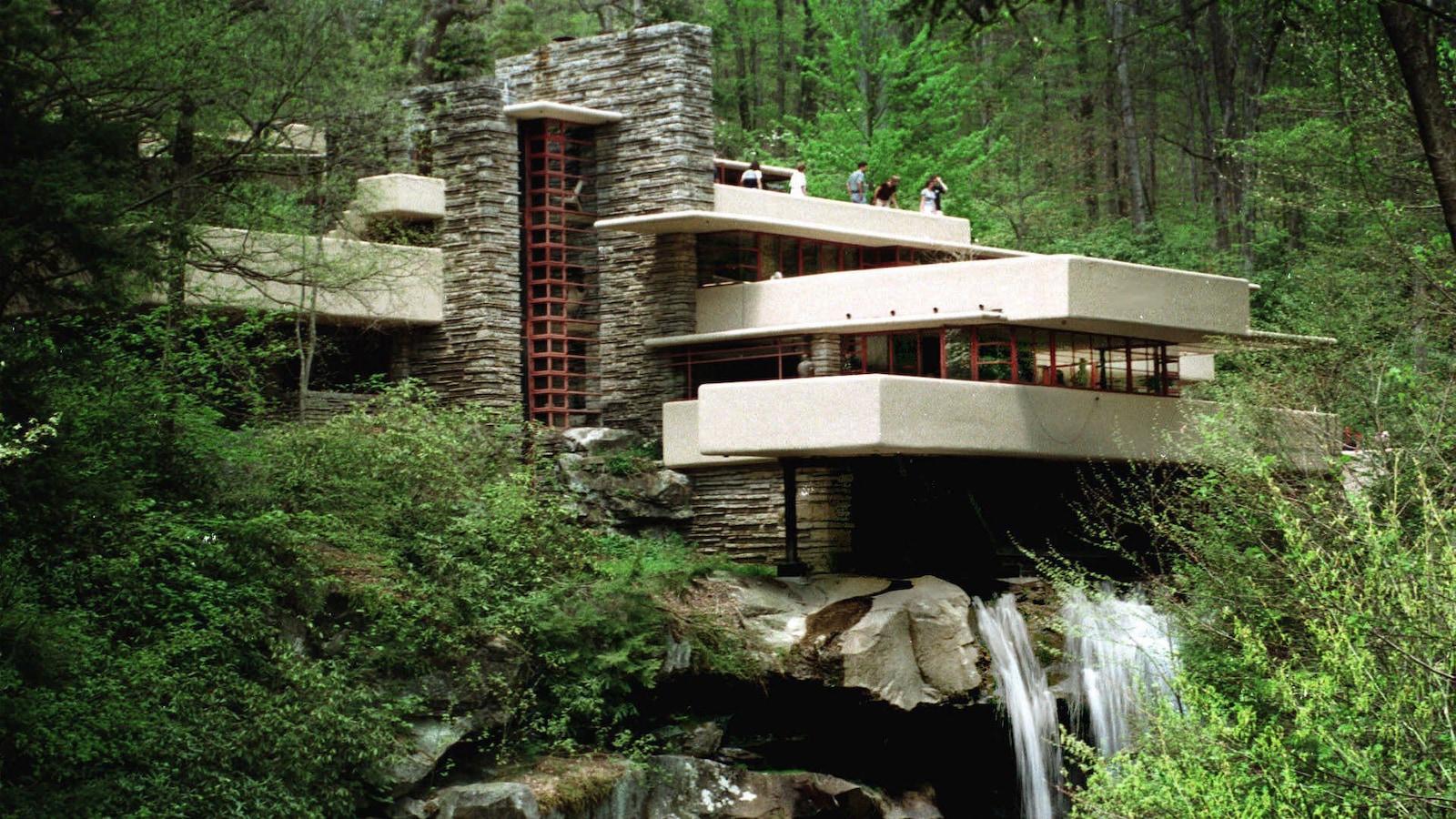 La maison sur la cascade se situe en Pennsylvanie.