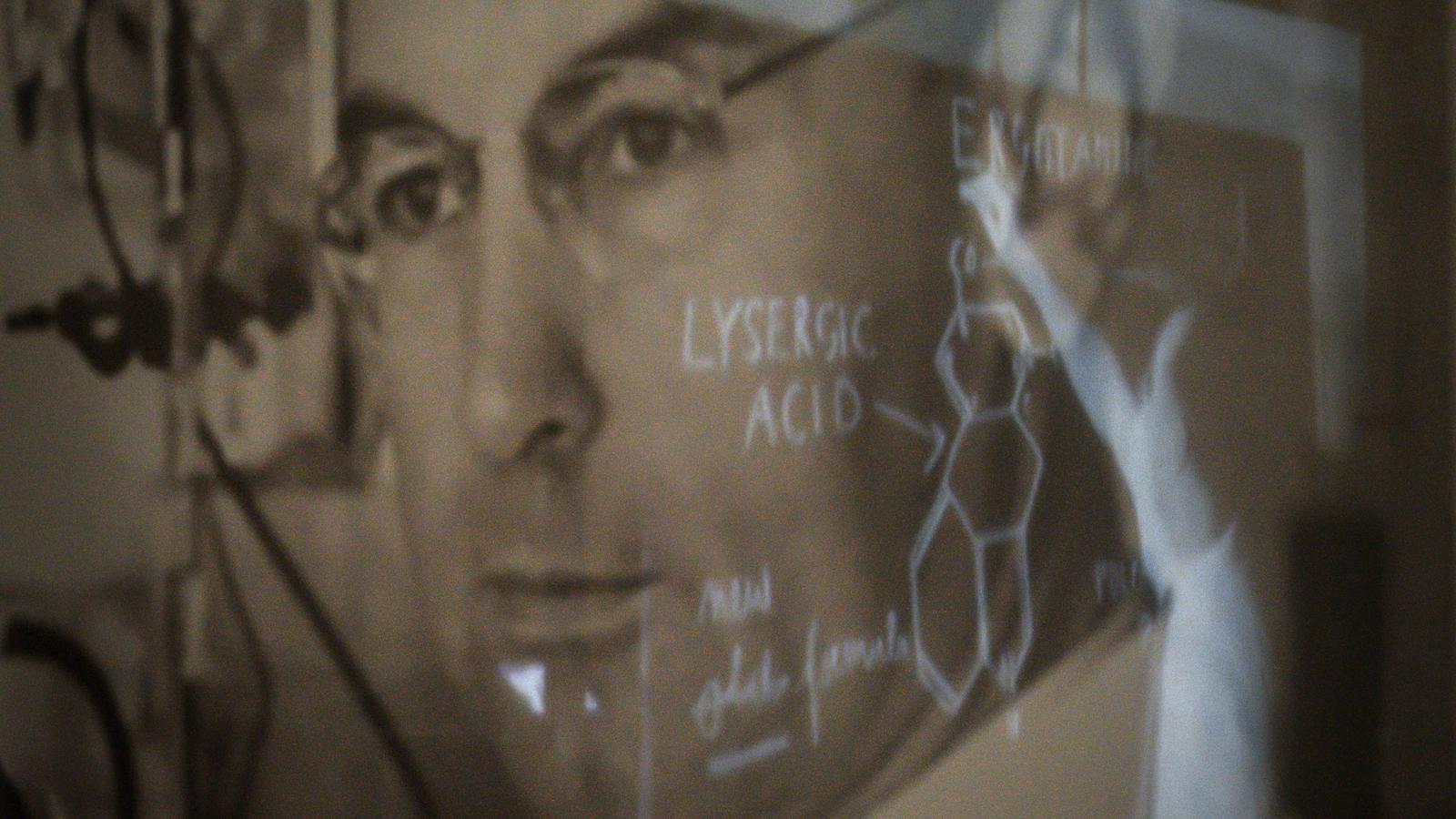 Un portrait du chimiste Hofmann faisant partie de l'exposition LSD, les 75 ans d'un enfant terrible.