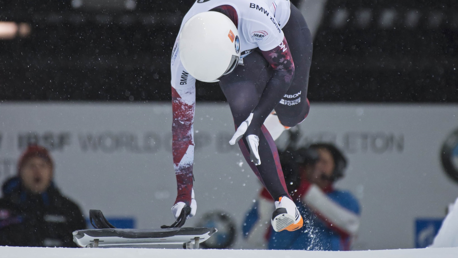 Mirela court avant de s'élancer en skeleton
