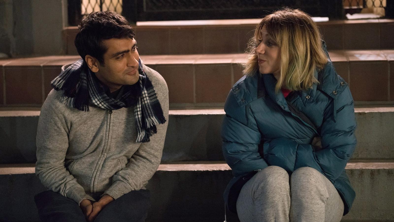 Une scène du film <i>Mal d'amour</i>, mettant en vedette Kumail Nanjiani et Zoe Kazan.