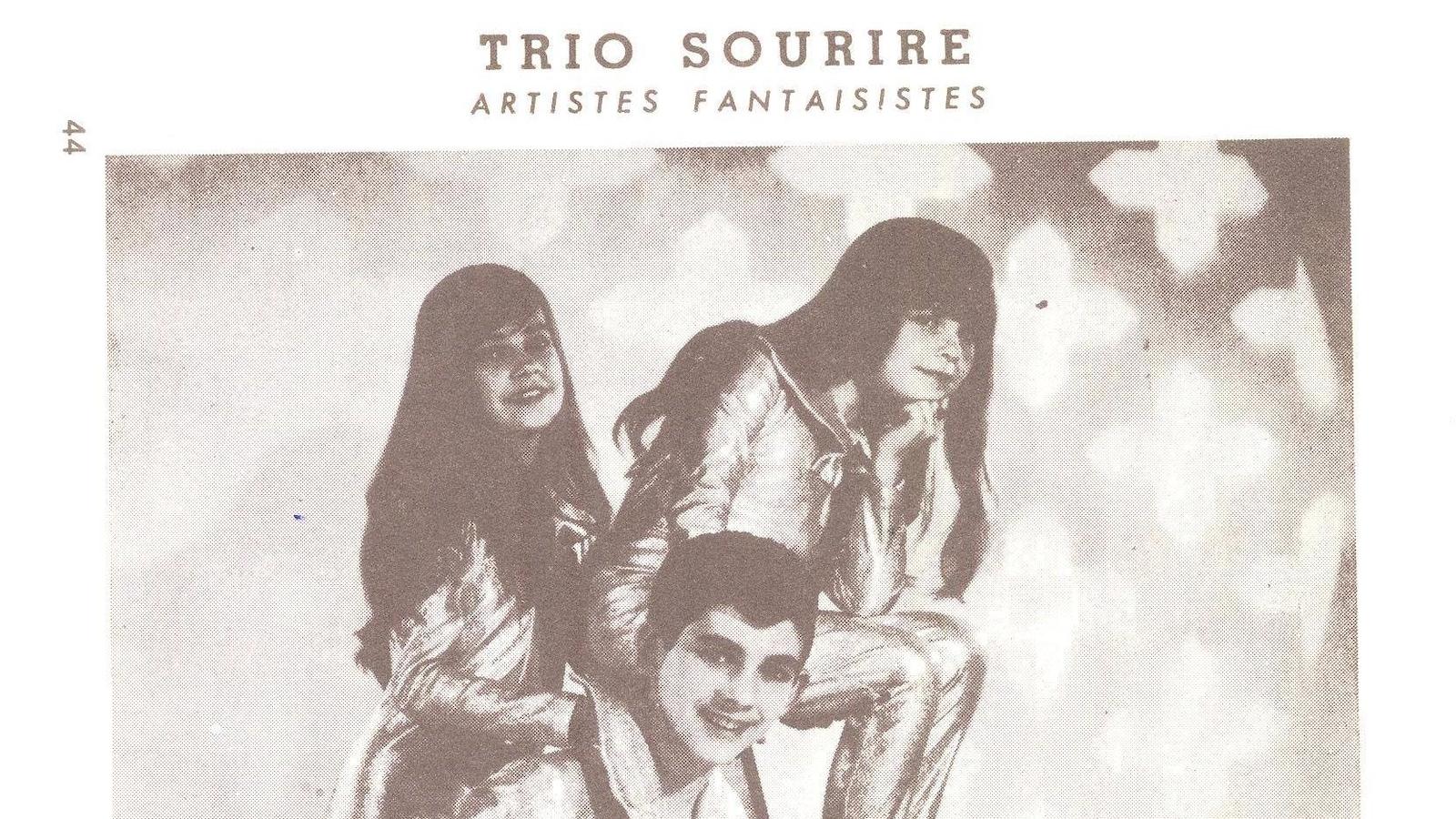Photo sépia de trois jeunes souriants, avec le texte «trio sourire, artistes fantaisistes».