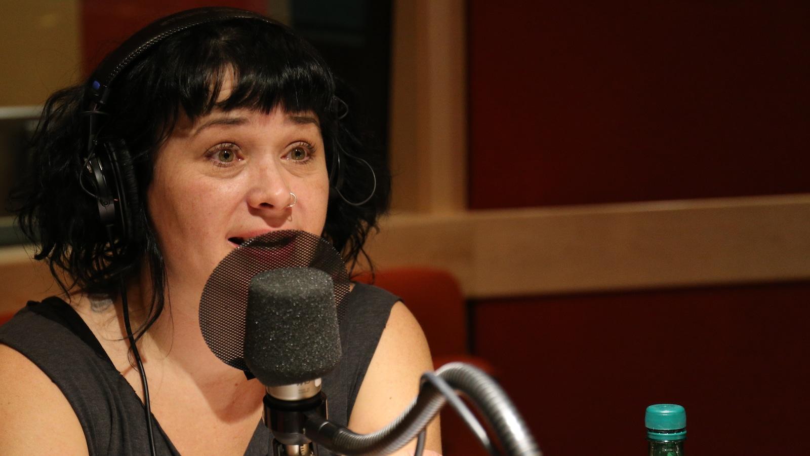 Une photo de Nina Duque dans le studio de «La sphère»