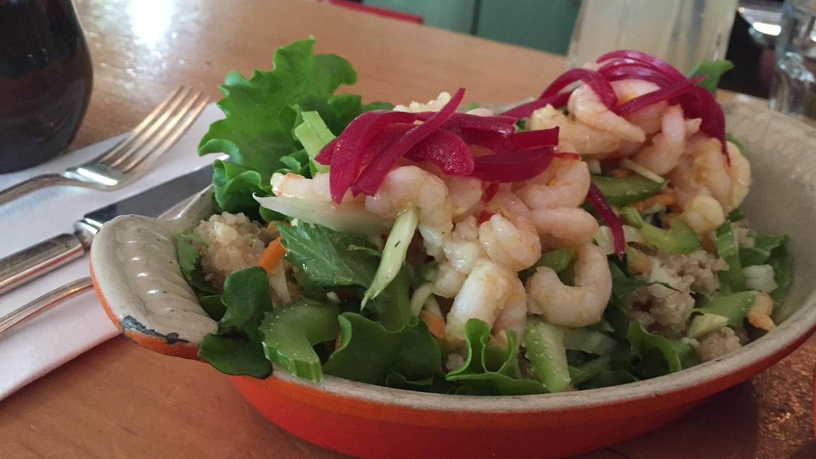Une salade de crevettes