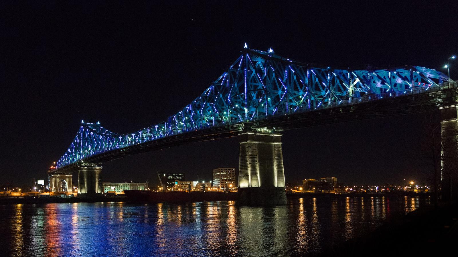 L'illumination du pont Jacques-Cartier, à Montréal