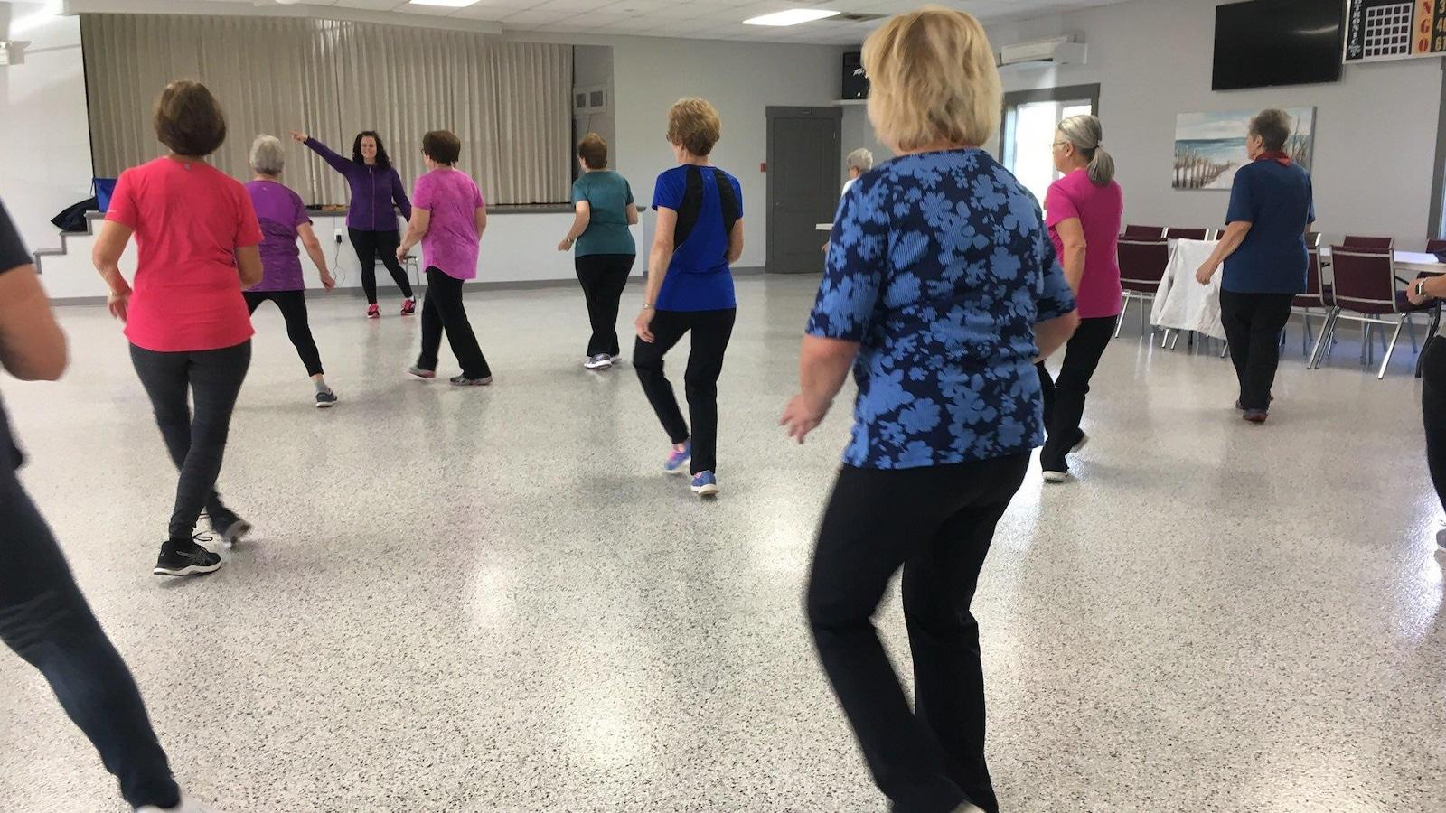 Groupe de femmes participant à une session d'activités physiques