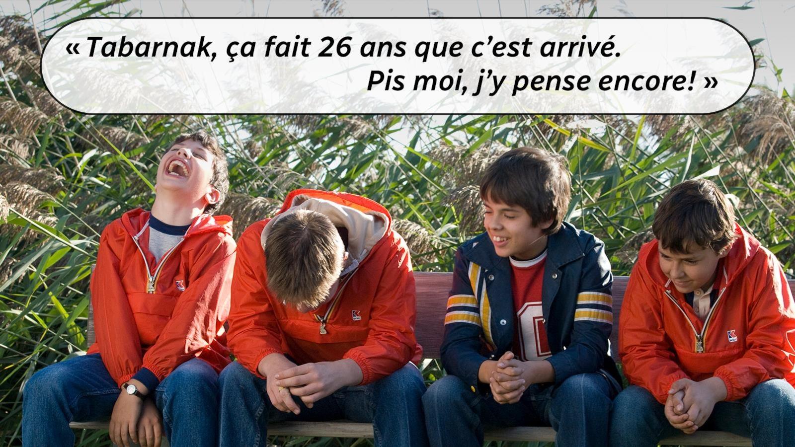 Quattro ragazzi in panchina, con una citazione dal film: Tabarnak, sono passati 26 anni da quando è successo.  Peggio di me, ci penso ancora.