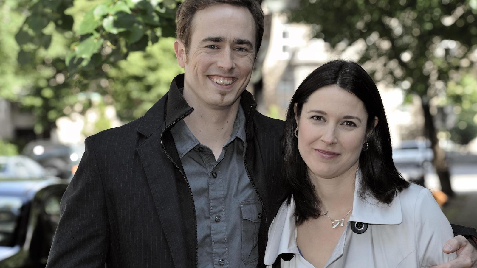 Portrait à l'extérieur de Laurent (Renaud Paradis) et Ariane (Julie Daoust)