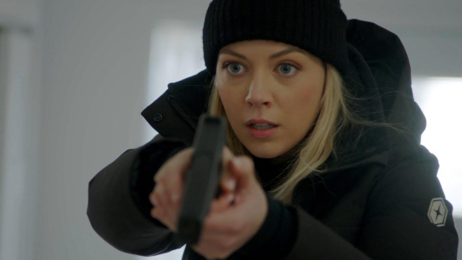 Noélie qui pointe son fusil.