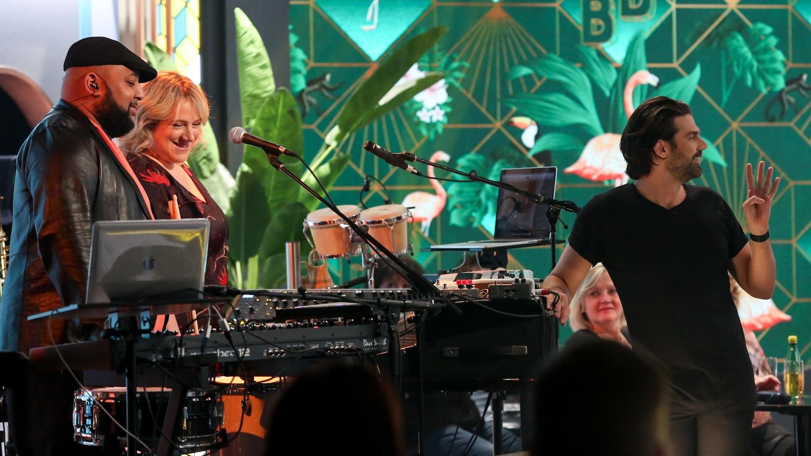 Tony et Julie sont les musiciens de l'émission Bonsoir bonsoir!