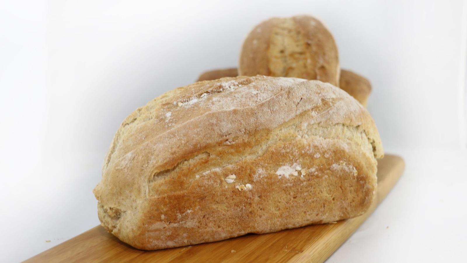 trois miches de pain.