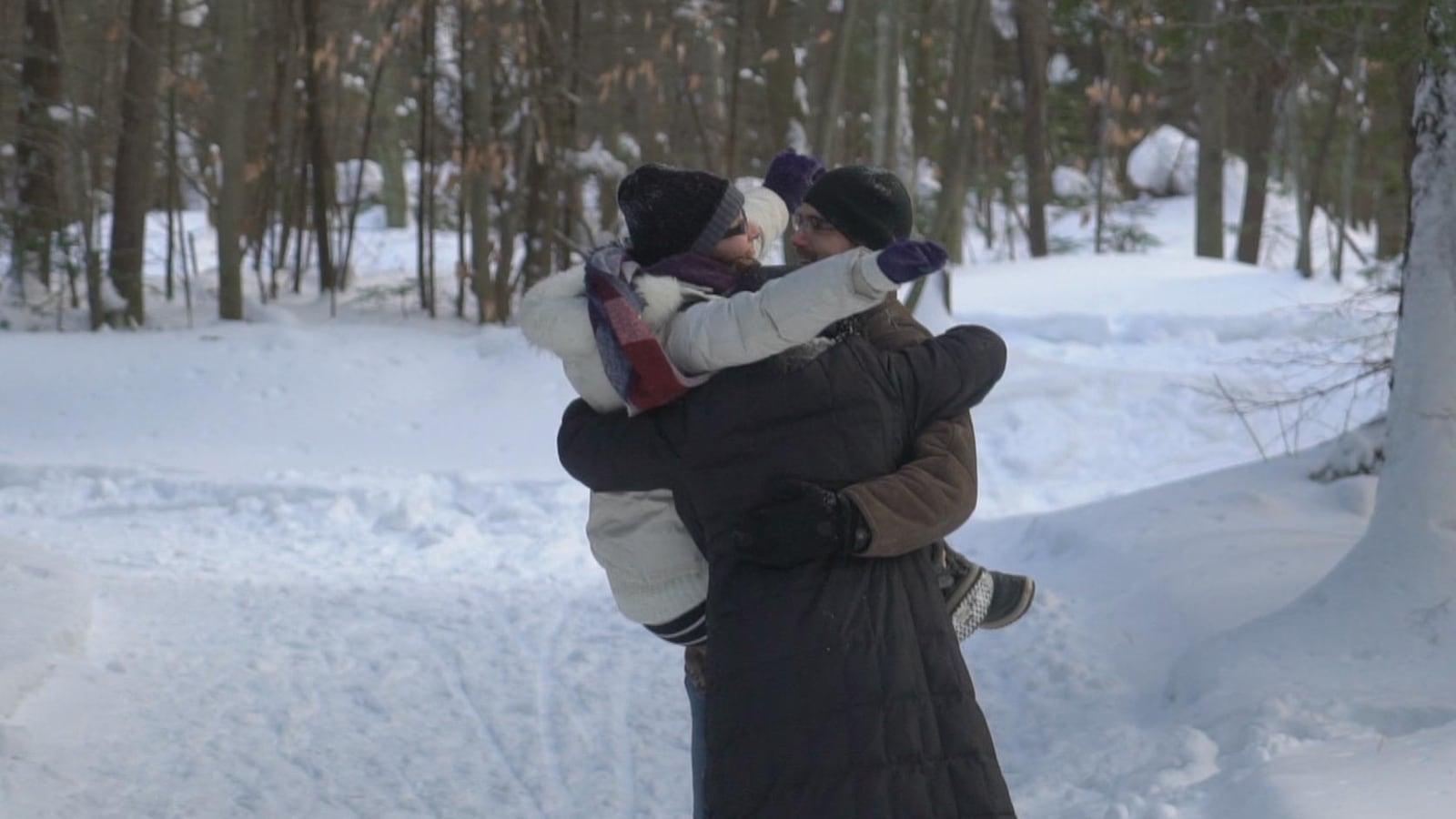 Anne-Marie, Samuel et Élodie vivent ensemble, ils sont polyamoureux.