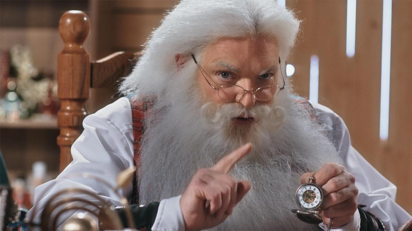 Nicolas Noël tient la montre magique entre ses doigts.