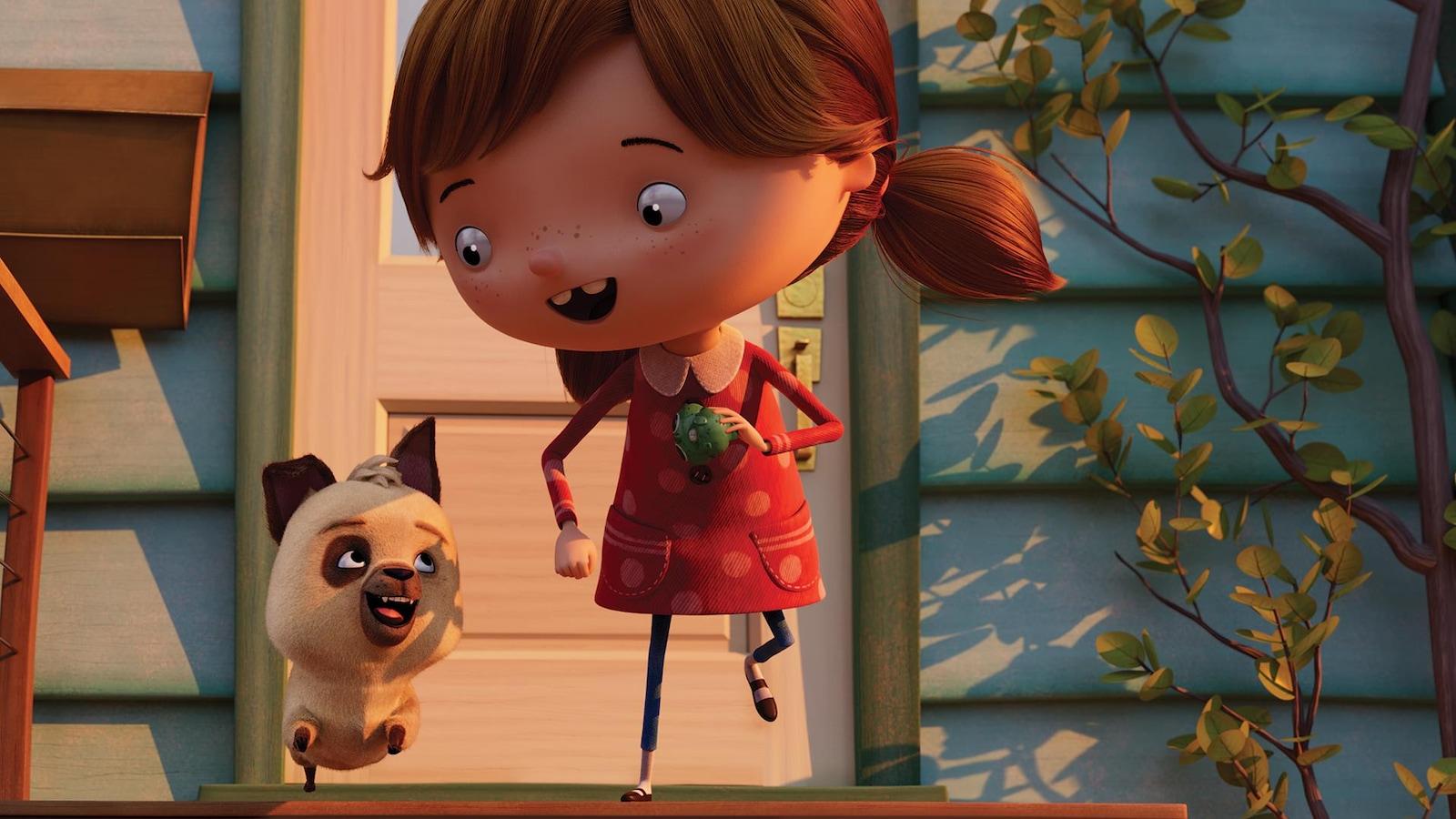 Une fillette et son chien sortent de la maison.