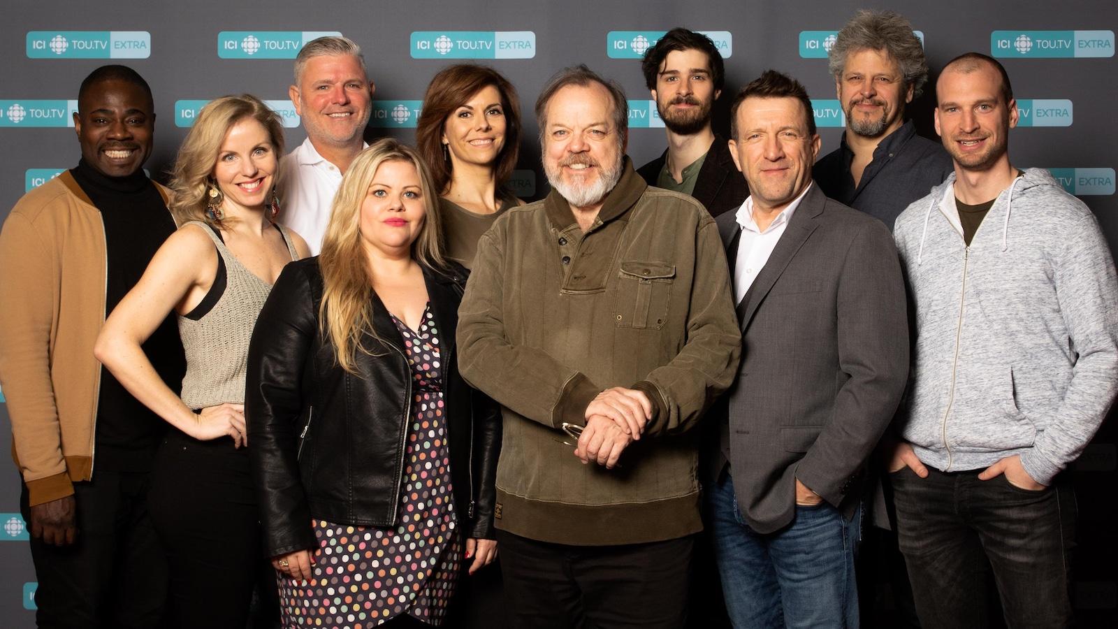 10 comédiens prennent la pose.