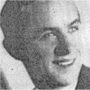Une photo en noir et blanc du visage d'un jeune homme militaire