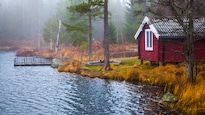 L'idée du chalet sur le bord d'un lac en fait rêver plusieurs, mais l'achat d'une résidence secondaire doit être réfléchi.