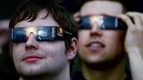 Il est important de se protéger les yeux adéquatement pour regarder directement une éclipse, qu'elle soit totale ou partielle.