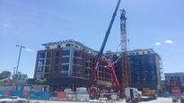 Une grue de l'entreprise Guay, sur un chantier à Montréal