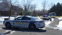 Des policiers et des ambulanciers sur les lieux du meurtre de Daphné Boudreault.