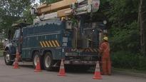 Les équipes d'Hydro-Québec réparent les pannes.