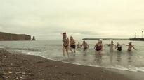 Plus de 150 baigneurs avait pris part à la 4e Saucette au profit d'Opération Enfant Soleil à Percé.