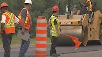 Des travailleurs sur un chantier routier