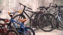 Un stationnement pour vélos dans le sous-sol de la victime de vols.