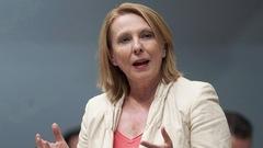 La ministre St-Pierre défend son choix de chef de cabinet