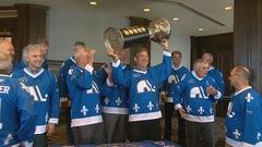 Les Nordiques soulèvent à nouveau la coupe Avco, 40 ans plus tard