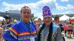 Être gigueur bi-spirituel, travesti et autochtone