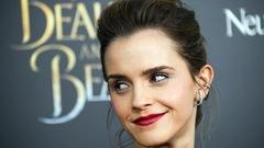 Emma Watson cache 100exemplaires du roman canadien <em>La servante écarlate</em> dans Paris